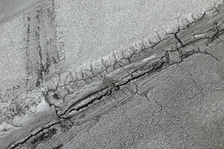 防水塗膜のひび割れ